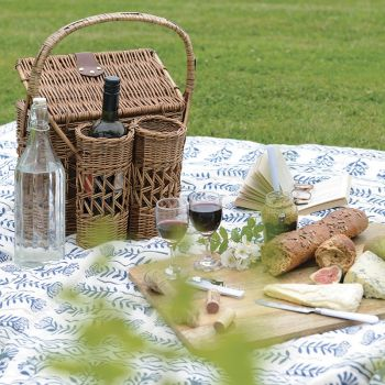 Willow Picnic Set with Wine Bottle Holders LSL009. This brilliant willow picnic set comes with everything you need for a romantic day out!