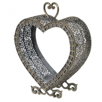 Metal Heart Candleholder MFA050. This candleholder has a brilliant ornate frame with a dusty bronze colour. A fantastic piece to sit in a traditional home.